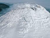 صور.. اكتشاف بحيرة بركانية نادرة على قمة بركان يبعد عن القطب الجنوبي