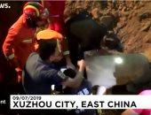 شاهد.. إنقاذ طفل سقط فى بئر عميق بالصين