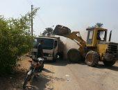 رفع 640 طن مخلفات وتركيب 150 كشاف بقرية تلة بالمنيا