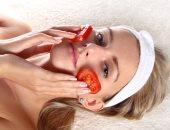 الطماطم لبشرة نقية وصافية فى 20 دقيقة.. اعرفى الطريقة