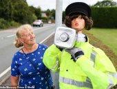 العروسة بدل كاميرات المراقبة فى شوارع بريطانيا.. اعرف الحكاية؟
