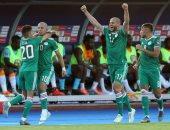 شاهد.. جماهير الجزائر فى سفح الأهرامات قبل دعم الخضر ضد نيجيريا