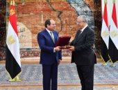 السيسى يمنح وسام الجمهورية من الطبقة الأولى للمستشار حنفى على جبالى