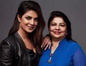 والدة بريانكا شوبرا تعبر عن عشقها لابنتها بصورة نادرة