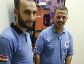 مدير إسعاف كفر الشيخ يكرم مسعفا وسائقا لأمانتهما فى تسليم أموال لشخصين مصابين