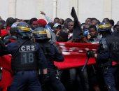 """صور.. مهاجرو """"السترات السوداء"""" يتظاهرون فى فرنسا لتقنين أوضاعهم"""