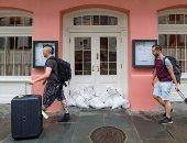 قبل وصول العاصفة بارى.. سكان نيو أورليانز يحتمون بالمنازل والحانات