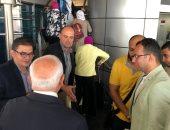 صور.. محافظ بور سعيد يودع دفعة أطباء الأسرة قبل سفرهم إلى لندن