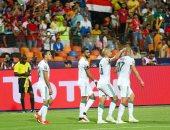 """تصفيات امم افريقيا.. الجزائر تتفوق على زيمبابوى 2-0 بالشوط الأول """"فيديو"""""""