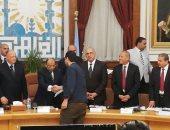 محافظة القاهرة تسلم 11 عقدا لمستثمرى شق الثعبان و19 لتقنين الأراضى