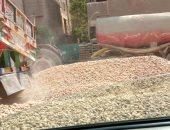 """اضبط مخالفة.. غلق شارع رئيسى بمواد البناء يثير غضب المواطنين بالمحلة """"صور"""""""