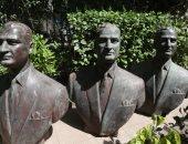 الثقافة تتسلم 3 نسخ من تمثال برونزى نصفى للرئيس عبد الناصر من قطاع الأعمال