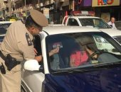 حملات مرورية لوضع استيكرات التسعيرة الجديدة على السيارات الأجرة بالغربية
