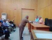 رئيس مدينة إسنا يناقش ملفات التقنين والتصالح بمخالفات البناء مع رؤساء القرى