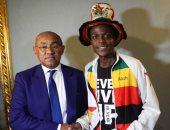 قصة مثيرة.. مشجع وصل القاهرة من زيمبابوى سيرا على الأقدام لحضور كأس أفريقيا