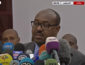 الوسيط الإثيوبى يبكى خلال توقيع الاتفاق السياسى فى السودان.. فيديو