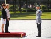 صور.. وزيرة الدفاع الألمانية الجديدة تتسلم مهام منصبها رسميا