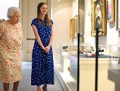 """صور.. ملكة بريطانيا تفتتح معرضا بالتقنية الحديثة يتمحور حول جدتها """"فيكتوريا"""""""