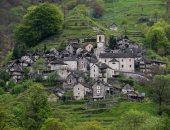 عاوزين يعمرو البلد.. بلدة سويسرية تعرض منازل للبيع مقابل فرنك سويسرى واحد