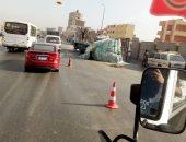 قارئ يشارك بصور لحادث انقلاب سيارة طوب على دائرى المريوطية