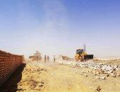 صور.. إزالة تعديات على مساحة 50 ألف متر مربع غرب أسوان