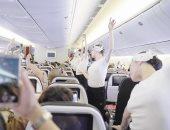 عروض أوبرا فرنسية داخل الطائرات.. شاهد راقصات الباليه فى الممرات أمام الركاب