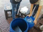 لمواجهة الحر.. مبادرة شبابية لتوزيع مياه مثلجة داخل محطة قطار الصعيد ببنى سويف