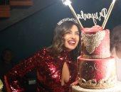 صور.. اللون الأحمر يسيطر على احتفال بريانكا شوبرا بعيد ميلادها الـ37
