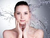 أفضل روتين اليومى للعناية بالبشرة.. يبدأ بغسل الوجه وينتهى بالترطيب