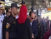 الرئيس السيسي يصافح أبناء شهداء القوات المسلحة والشرطة