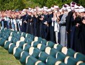"""صلاة الجنازة على رفات ضحايا جدد لمذبحة """"سربنتيسا"""" بالبوسنة"""