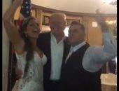 """فيديو..ترامب يفاجئ عروسين فى حفل زفافهما وسط هتاف """"أمريكا أمريكا"""""""