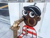 الفنون جنون.. رسم الشارع يضفى جمالا وبهجة على البالوعات.. صور
