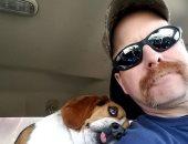 الحيوانات عندها مشاعر.. كلب يحتضن رجلا أنقذه من الموت