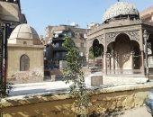 صور .. الآثار تزيل القمامة حول ضريح سليمان باشا الفرنساوى بمعاونة الأهالى