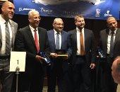 صور..مصر للطيران تحتفل باستلام طائرة الدريملاينر الخامسة