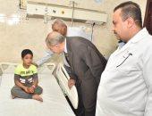 صور.. محافظ أسيوط يزور المصابين بحالات تسمم فى مستشفى الإيمان العام