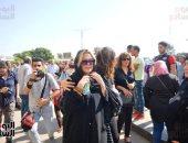 نجوم الفن يشاركون فى جنازة والدة يسرا من مسجد السيدة نفيسة