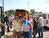 جثمان والدة يسرا يصل إلى مسجد السيدة نفيسة لإقامة صلاة الجنازة