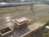 قارئ يشكو انتشار القمامة بجوار السكة الحديد فى الزاوية الحمراء
