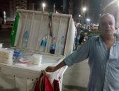 """""""أبو طارق"""" عجوز يحارب البطالة ببيع الزبادى وأرز باللبن فى شوارع طنطا.. صور"""