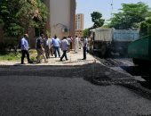 رئيس جامعة سوهاج يتابع أعمال رصف المستشفى الجامعى بتكلفة 2 مليون جنيه