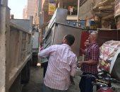 حملات لرفع الإشغالات بأحياء الجيزة والتحفظ على سيارة تلقى مخلفات بشوارع بولاق