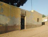 مدرسة للتعليم الأساسى بقريه أولاد محمد بهيج بأسيوط آيلة للسقوط