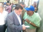 رئيس هيئة السكة الحديد بتفقد شبابيك صرف تذاكر عيد الأضحى .. صور