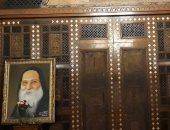 بالدموع والبكاء.. رهبان دير أبو مقار يصلون قداس الذكرى الأولى للأنبا ابيفانيوس