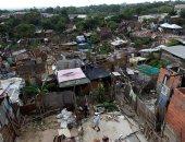 صور.. إخلاء منطقة عشوائية بكولومبيا بسبب تعرضها لخطر الانهيار