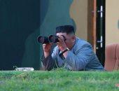 صور.. كوريا الشمالية تنشر صورا لزعيمها كيم جونج أون وهو يشاهد إطلاق صاروخ