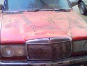 سيارة مركونة منذ عام تثير مخاوف سكان شارع رئيسى بالنزهة