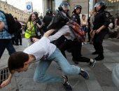 الشرطة الروسية تعتقل العشرات خلال مظاهرة على استبعاد المعارضة من الانتخابات